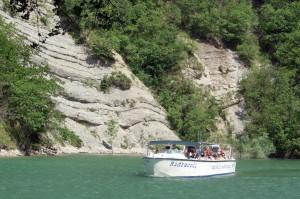 il battello con cui si attraversa il lago di Ridracoli
